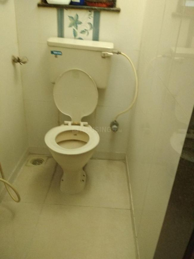 Common Bathroom Image of 525 Sq.ft 1 BHK Apartment for rent in Dahisar East for 21000