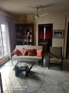 Gallery Cover Image of 1300 Sq.ft 3 BHK Apartment for rent in Ballygunge for 40000
