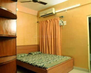 Gallery Cover Image of 1225 Sq.ft 2 BHK Apartment for rent in Bandra West for 75000
