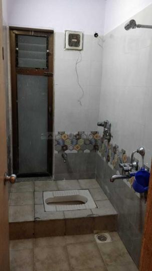 Common Bathroom Image of 900 Sq.ft 2 BHK Apartment for rent in Thane West for 31000