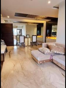Gallery Cover Image of 1200 Sq.ft 2 BHK Apartment for rent in Elco Residency, Bandra West for 100000