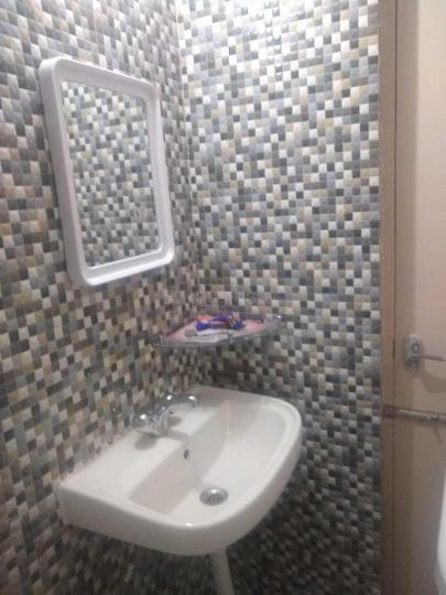 Bathroom Image of 580 Sq.ft 1 BHK Apartment for rent in  Panchtatva Phase 1, Noida Extension for 10500