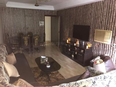 Gallery Cover Image of 1300 Sq.ft 3 BHK Apartment for rent in Santacruz West for 100000