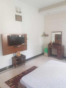 Gallery Cover Image of 4500 Sq.ft 5 BHK Independent House for buy in Jayanagar for 45000000