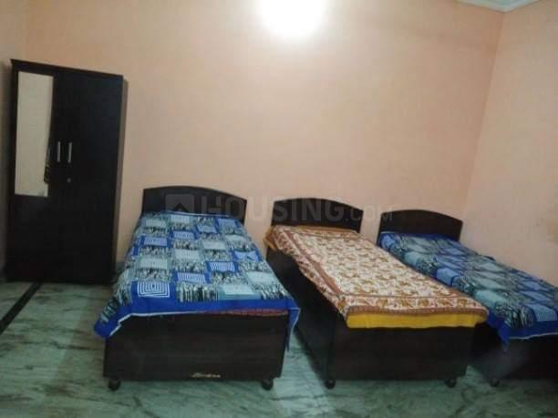 रॉयल रूम पीजी इन सेक्टर 23 के बेडरूम की तस्वीर