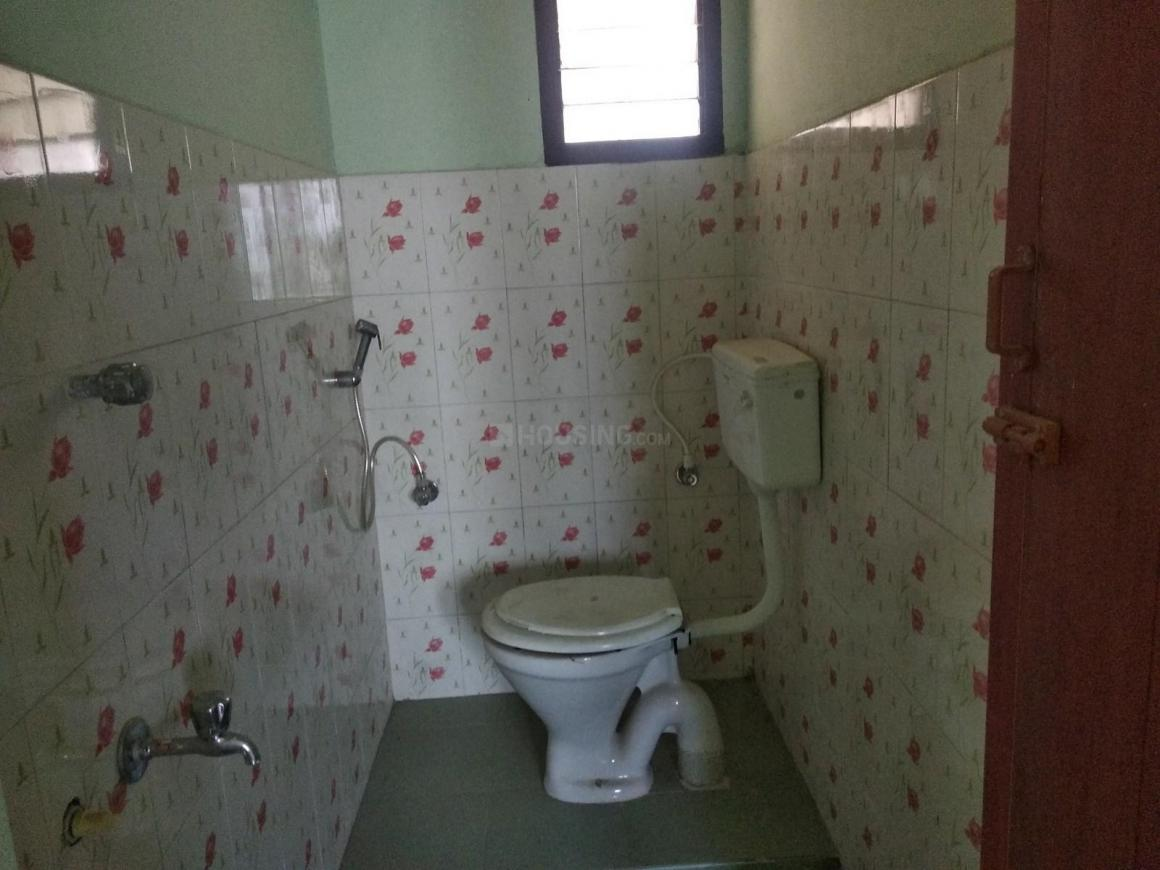 Common Bathroom Image of 600 Sq.ft 2 BHK Independent House for buy in Urapakkam for 2850000