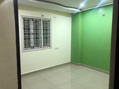 Gallery Cover Image of 2100 Sq.ft 4 BHK Apartment for rent in  Royal Heights Apartment, Malakpet for 35000