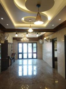 Gallery Cover Image of 1900 Sq.ft 3 BHK Apartment for rent in Benson Town for 70000