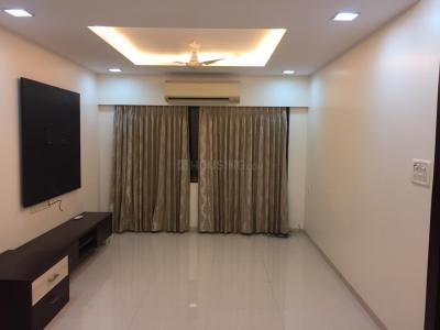 Gallery Cover Image of 905 Sq.ft 2 BHK Apartment for rent in Juhu for 75000