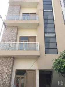 Gallery Cover Image of 1200 Sq.ft 3 BHK Independent Floor for buy in Land Craft Golf Links Plots, Pandav Nagar for 4200000