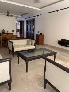 Gallery Cover Image of 2000 Sq.ft 3 BHK Independent Floor for rent in Tagore Garden Extension for 70000