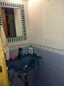 Bathroom Image of Paying Guest Accommodation in Worli