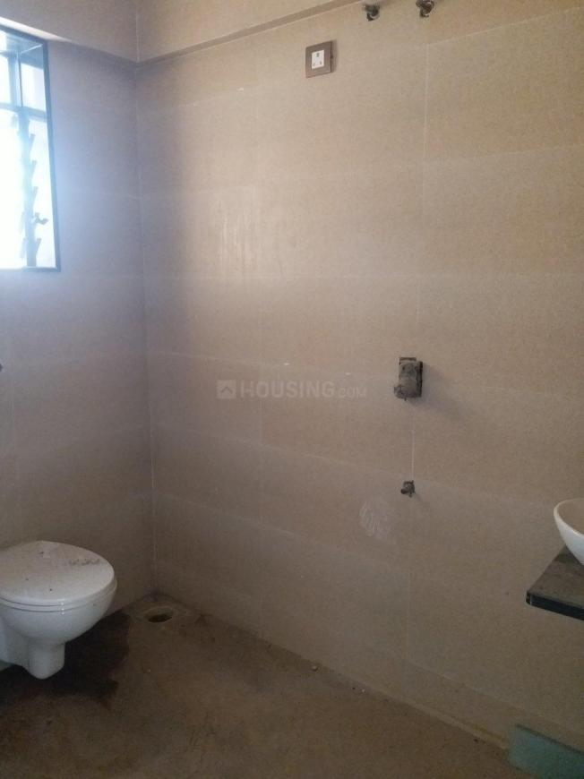 Common Bathroom Image of 891 Sq.ft 2 BHK Apartment for rent in Borivali West for 31000