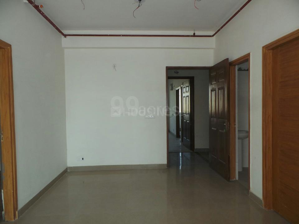 2 BHK Apartment Near Punjab National Bank, Service Road, Alpha II for sale  - Noida   Housing com