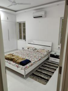 Gallery Cover Image of 1100 Sq.ft 2 BHK Independent Floor for rent in Hauz Khas for 75000