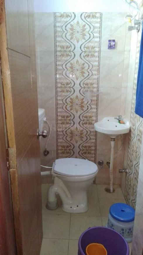Common Bathroom Image of 700 Sq.ft 2 BHK Independent Floor for buy in Khalini for 3800000