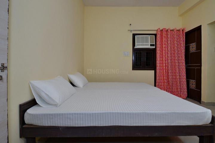 ओयों लाइफ नोड527 सेक्टर 66 इन सेक्टर 66 के बेडरूम की तस्वीर
