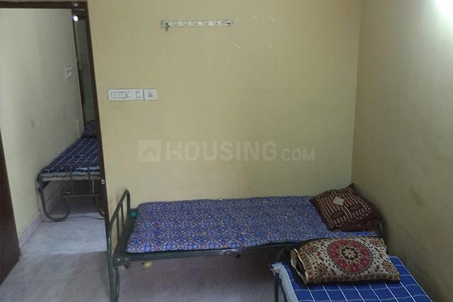 अदयार में सिस एमी पीजी के बेडरूम की तस्वीर
