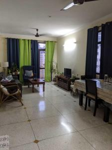 Gallery Cover Image of 1200 Sq.ft 2 BHK Apartment for buy in Unitech The Palms, Sector 41 for 13500000