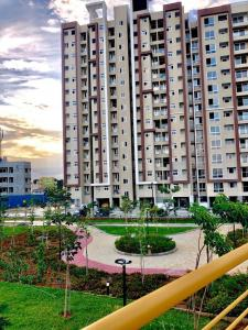 Gallery Cover Image of 624 Sq.ft 1 BHK Apartment for buy in Mahaveer Ranches Phase II, Parappana Agrahara for 3500000