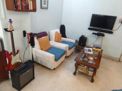 Gallery Cover Image of 1100 Sq.ft 2 BHK Apartment for rent in Lake Gardens for 26000
