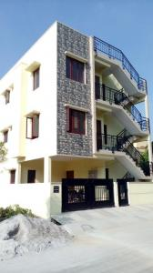 Gallery Cover Image of 840 Sq.ft 2 BHK Independent Floor for rent in Apna Tropical Paradise, Harlur for 18000