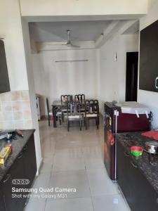 Gallery Cover Image of 1750 Sq.ft 3 BHK Apartment for rent in GOLF CITY, Sector 75 for 25000
