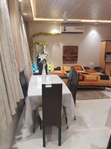 Gallery Cover Image of 750 Sq.ft 1 RK Apartment for rent in Vashi for 21000