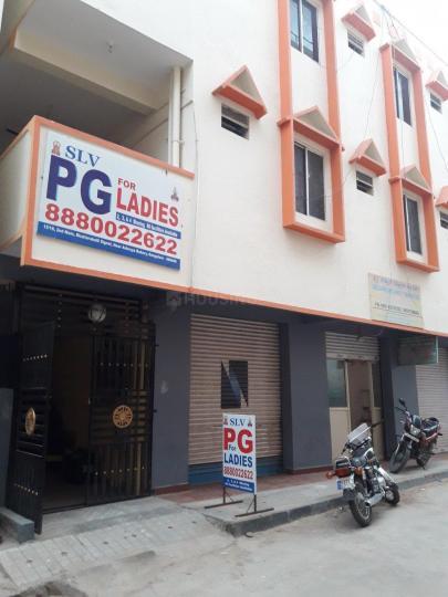 बत्तरहल्ली में एसएलवी पीजी में बिल्डिंग की तस्वीर