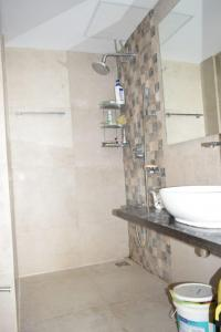 Gallery Cover Image of 1000 Sq.ft 2 BHK Apartment for rent in Kurla East for 65000