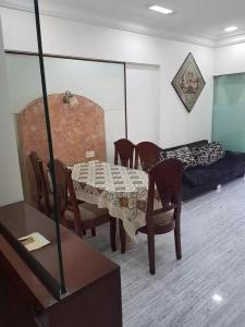 Gallery Cover Image of 1500 Sq.ft 2 BHK Apartment for buy in  Grain Merchants CHS, Vashi for 27500000