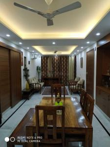 Gallery Cover Image of 2800 Sq.ft 3 BHK Independent Floor for rent in Sector 52 for 60000