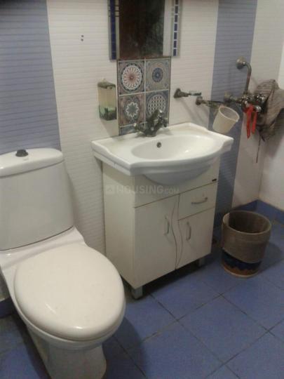 सेक्टर 16 में पीजी बॉइज़ ओर गर्ल्स के बाथरूम की तस्वीर