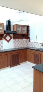 Gallery Cover Image of 1700 Sq.ft 3 BHK Apartment for rent in Kottivakkam for 40000