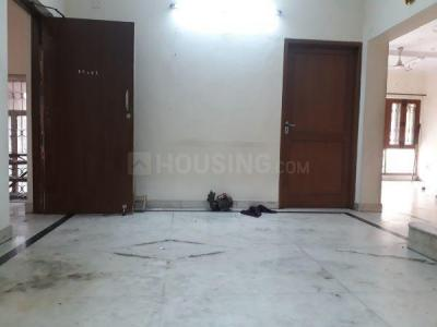 Gallery Cover Image of 1000 Sq.ft 2 BHK Apartment for rent in RWA Jasola Sector 8 SFS Flat, Jasola for 22000