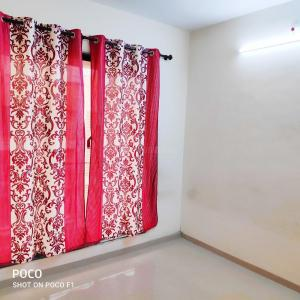 Gallery Cover Image of 1000 Sq.ft 2 BHK Apartment for rent in JBD Balaji Complex, Shri Ram Nagar for 7000