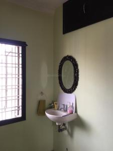 Gallery Cover Image of 1300 Sq.ft 2 BHK Apartment for rent in Madhapur for 21000