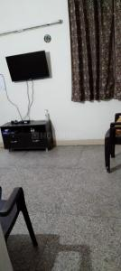 Gallery Cover Image of 650 Sq.ft 1 BHK Apartment for rent in Una Apartment, Patparganj for 19000