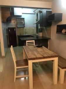 Gallery Cover Image of 1816 Sq.ft 3 BHK Apartment for rent in Ballygunge for 85000