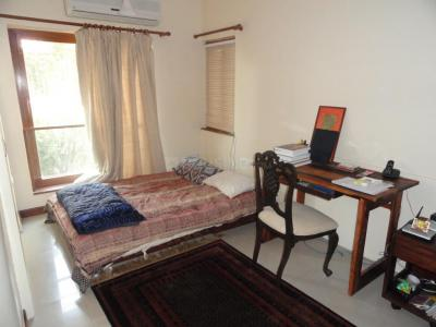 Gallery Cover Image of 2500 Sq.ft 3 BHK Apartment for buy in Juhu for 180000000