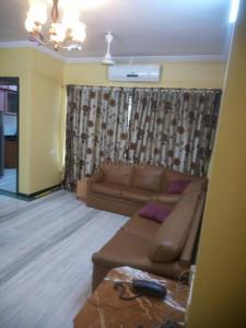 Gallery Cover Image of 1080 Sq.ft 2 BHK Apartment for rent in Udyan, Andheri East for 37000