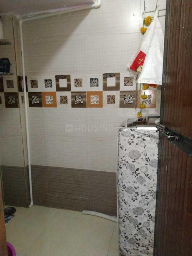 Common Bathroom Image of 705 Sq.ft 1 BHK Apartment for rent in Kopar Khairane for 18000