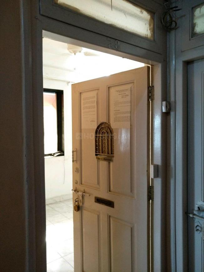 Main Entrance Image of 650 Sq.ft 1 BHK Apartment for buy in Colaba for 25000000
