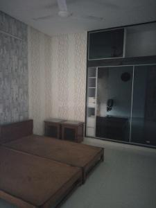 Gallery Cover Image of 1550 Sq.ft 3 BHK Apartment for rent in Sector 28 for 35000