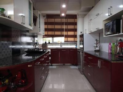 Gallery Cover Image of 1735 Sq.ft 3 BHK Apartment for buy in Abhay Khand for 9300000