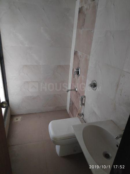 Common Bathroom Image of 600 Sq.ft 1 BHK Apartment for buy in Bhandup West for 10700000