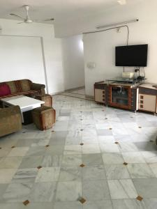 Gallery Cover Image of 1080 Sq.ft 2 BHK Apartment for rent in Thaltej for 26000