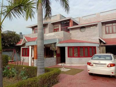 Gallery Cover Image of 4000 Sq.ft 5 BHK Independent House for buy in Noida Extension for 30000000