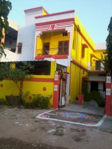 Gallery Cover Image of 2400 Sq.ft 3 BHK Independent House for buy in Narayan Nagar for 4500000