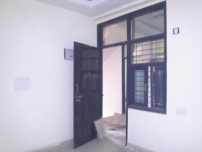 Gallery Cover Image of 560 Sq.ft 2 BHK Apartment for rent in Sector 4 Rohini for 11200